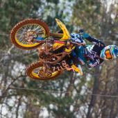 jgrmx-yoshimura-suzuki-factory-racing-2019-team-shoot_260-1280x853