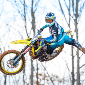 jgrmx-yoshimura-suzuki-factory-racing-2019-team-shoot_261-1280x853