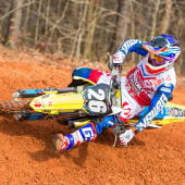 jgrmx-yoshimura-suzuki-factory-racing-2019-team-shoot_306-1280x853