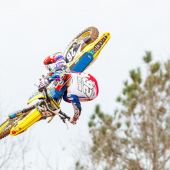 jgrmx-yoshimura-suzuki-factory-racing-2019-team-shoot_307-1280x853