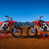 team-honda-hrc-crf450r-race-bikes-lowres