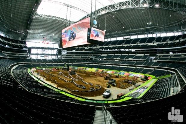 Rendez-vous dans le gigantesque stade de Dallas samedi. © LBU.