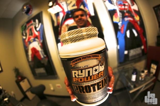 Il est pour qui le pot de protéine Ryno Power alors ? © SL/LBU