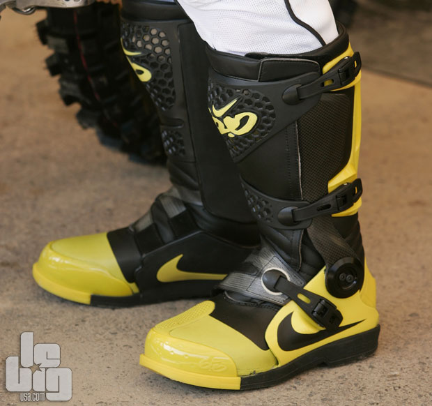 chaussure moto homme nike