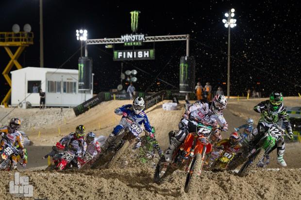 mx2_race1_start_20140301_191025_a275437